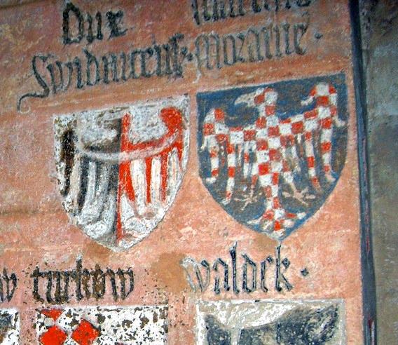 detailní pohled na erb moravského markraběte v erbovní síni hradu Laufu u Norimberka