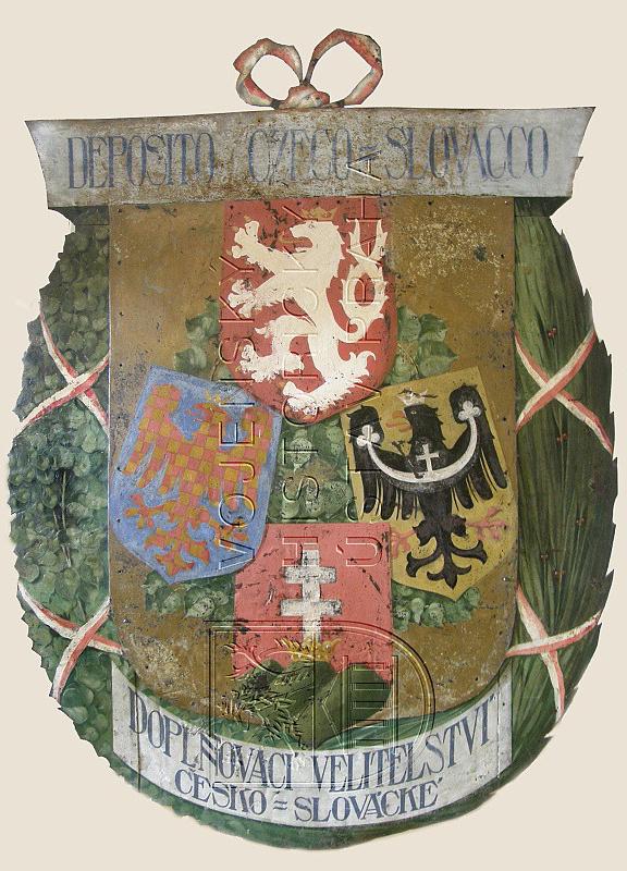 zlato-červeně šachovaná moravská orlice na vývěsním štítě legionářského náborového střediska v Itálii